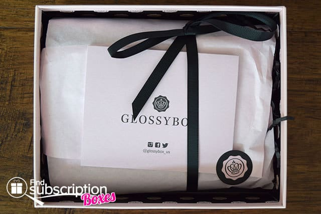 glossybox-august-2015-box-review-box-wrapping