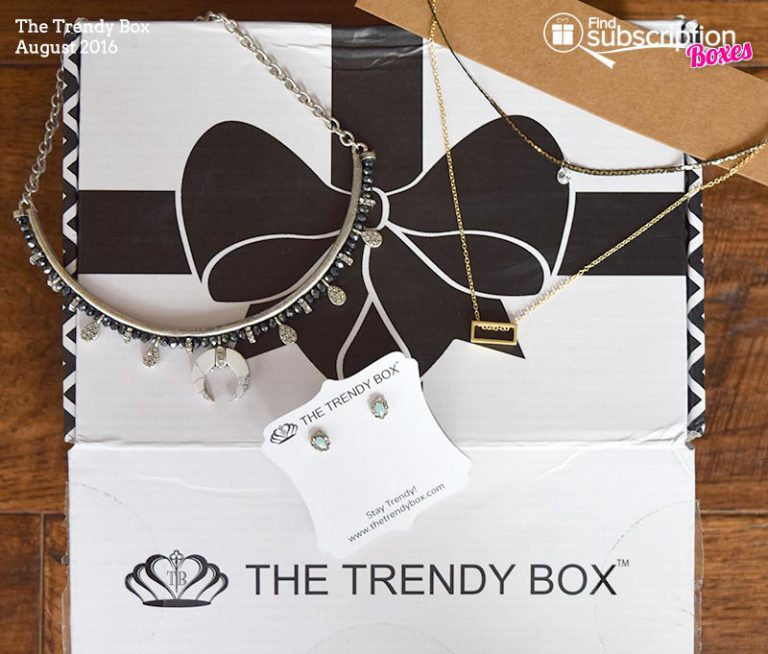 August 2016 The Trendy Box Review - Box Contents