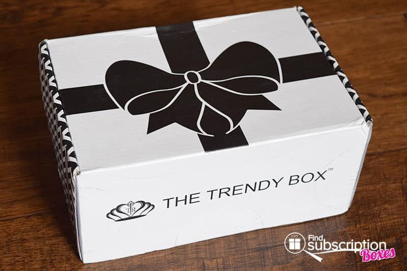 August 2016 The Trendy Box Review - Box