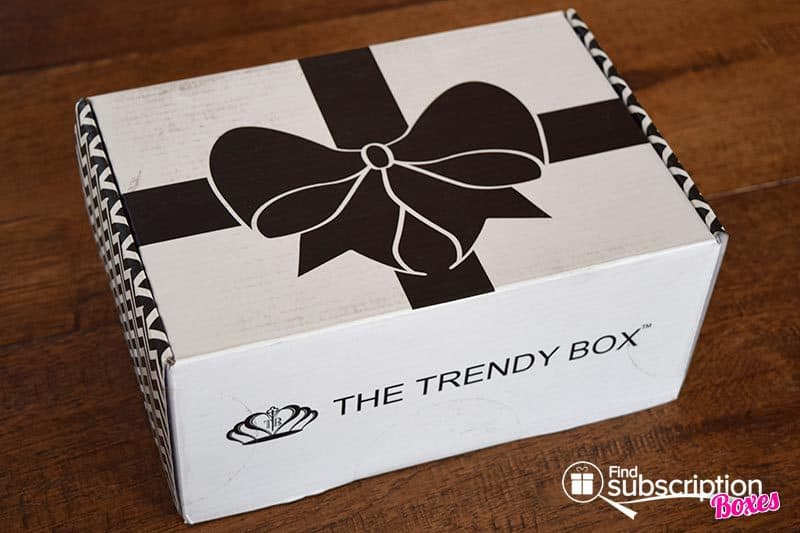 October 2016 The Trendy Box Review - Box