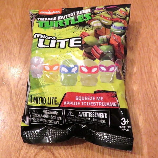 January 2017 Nerd Block Jr. for Boys Review - Teenage Mutant Ninja Turtles Micro Lite